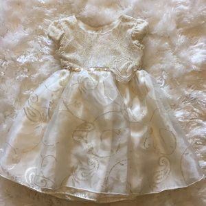 Little girl 4T Princess cream with gold dress